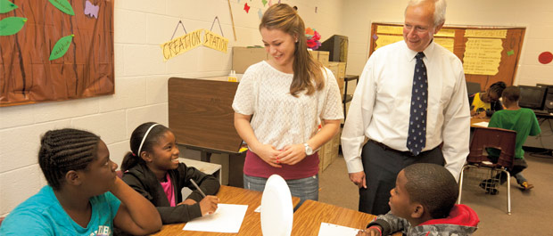 Duke engaged: Brodhead visits a Freedom School in Bennettsville, South Carolina, site of a DukeEngage project. [Credit: Chris Hildreth]
